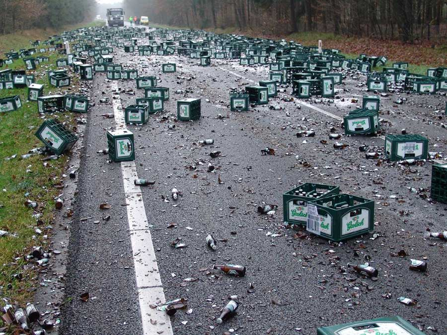 """"""" Aide à l'alcoolisme """" - Page 8 Beer_crash_large"""
