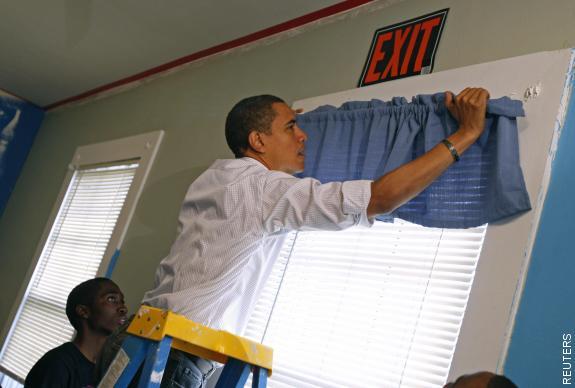 obama hanging curtains