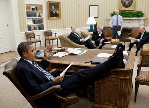 http://www.tonyrogers.com/humor/images/obamafeet/obama_feetonfurniture_5.jpg#obama%20feet%20on%20desk%20510x370