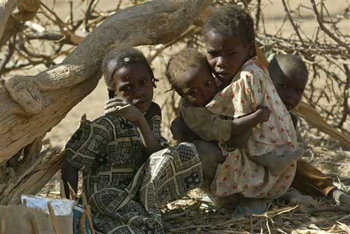 genocide in darfur For the past four years, the remote sudanese region of darfur has been the scene of a bloody conflict that has led to the death of thousands of people and the displacement of more than two million.